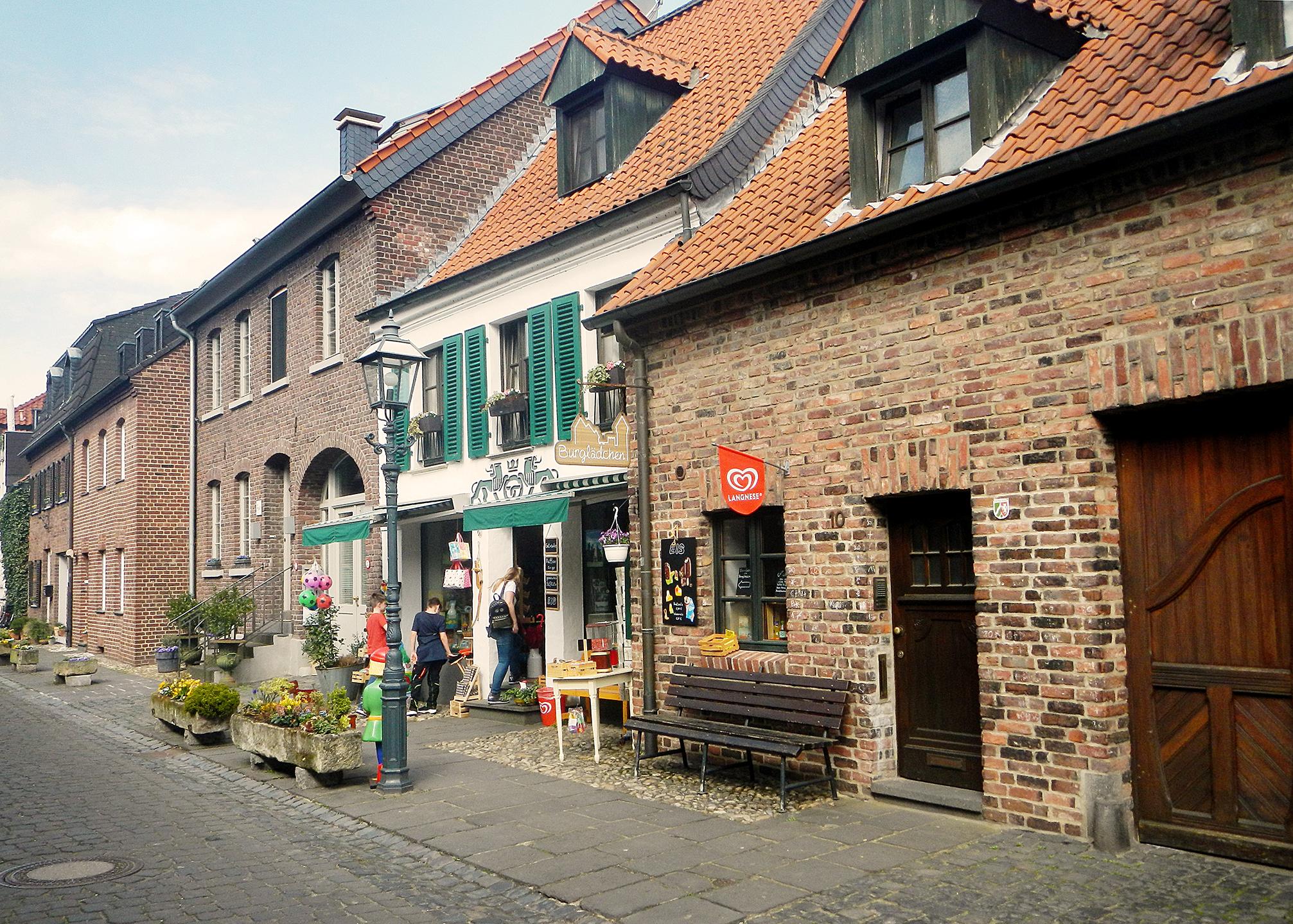 Burg Linn Strasse